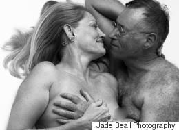 Les clichés dénudés de ce couple de seniors prouvent que la sensualité n'a pas d'âge