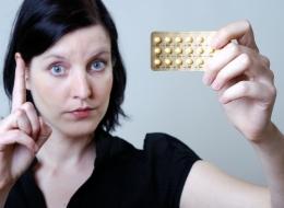 تحذير: وسائل منع الحمل الهرمونية تعرضك للاكتئاب