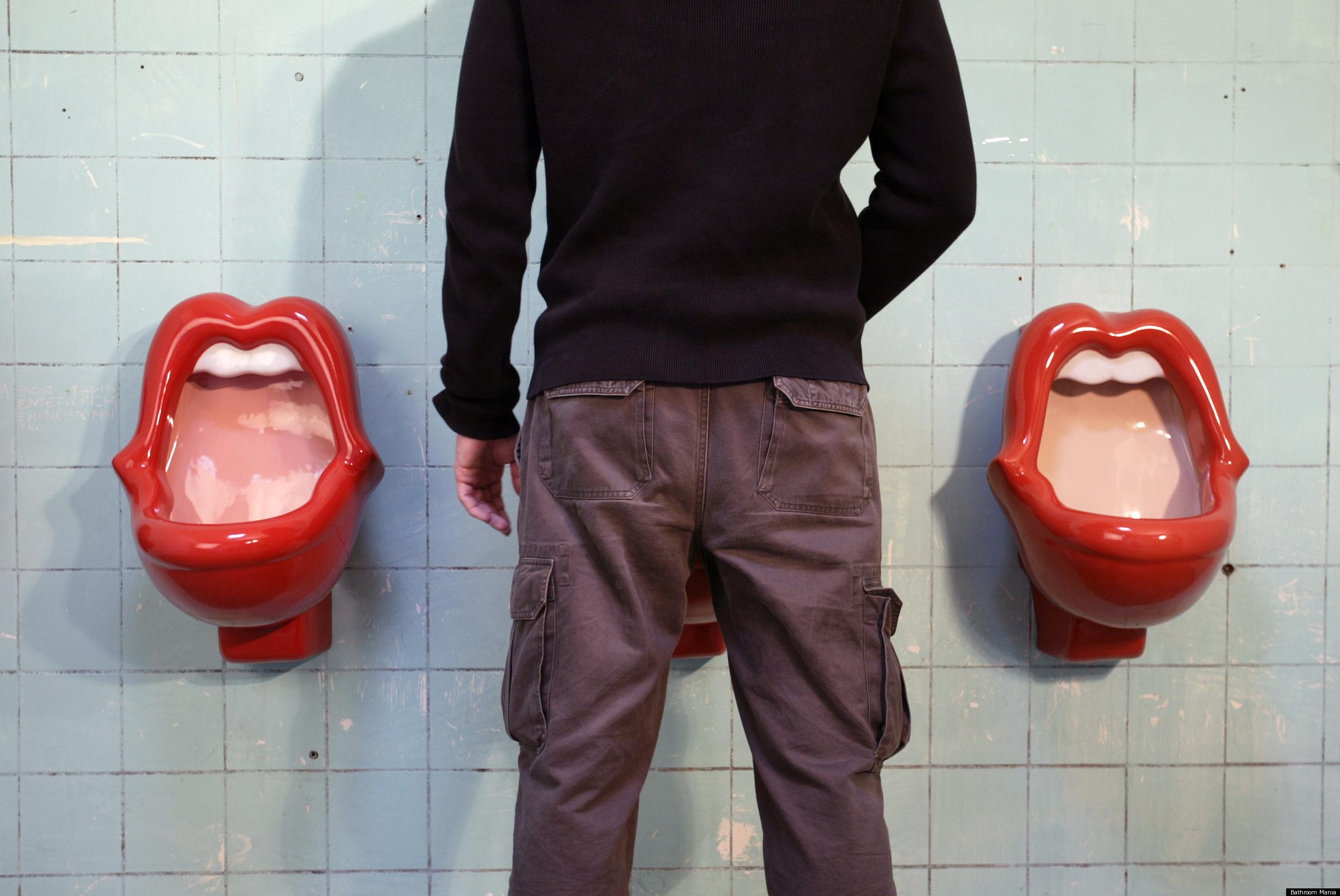 Фото мужики в туалете 7 фотография