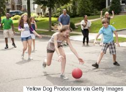 Pour leur bien être, laissons nos enfants jouer dans les rues