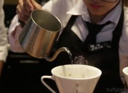 Mann nutzt raffinierten Trick und trinkt jeden Tag gratis Kaffee bei Starbucks - Video