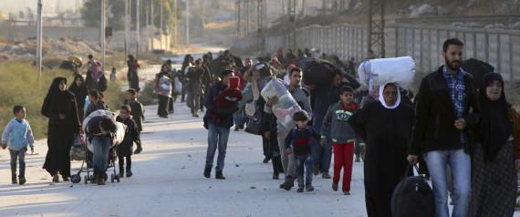 سكان حلب يروون مشاهد عن مأساتهم في الأيام الأخيرة.. وأطفال لم يبكوا لجراح القصف بل لأشياء أخرى!