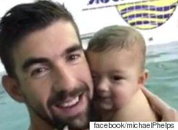펠프스가 7달 아들에게 잠수법을 가르치다(영상)