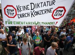 Putin-Verehrung, TTIP, Medienbashing: Wie kommt es, dass Linke und Rechte in Deutschland so viele Gemeinsamkeiten haben?