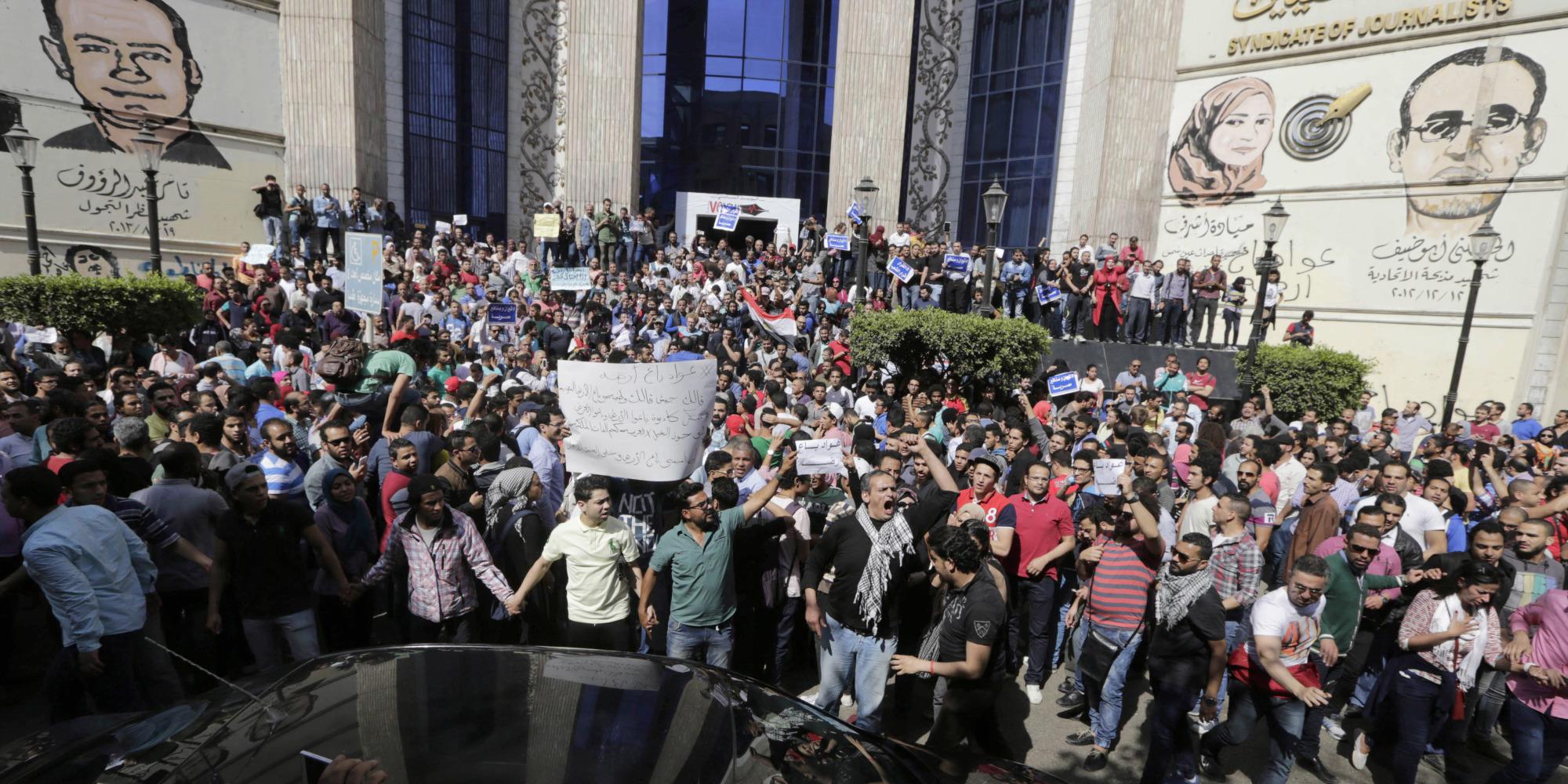 بقرارٍ من المحكمة الدستورية العليا.. ليس من حقِّ وزير الداخلية المصري منع التظاهرات