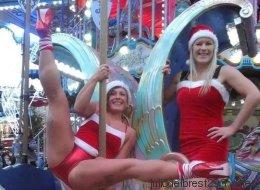 Des danseuses de «pole dance» au marché de Noël