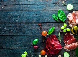 التفاح والشوكولاتة.. الكبد والطماطم.. إليك أطعمة تزداد فوائدها إذا تناولتها معاً!!