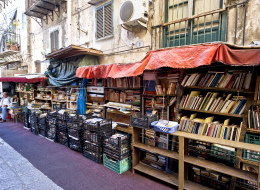 جولة في أشهر 10 مكتبات تكشف: ماذا يقرأ المصريون؟