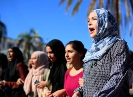 مسلمات يخلعن الحجاب بأميركا تجنباً للاعتداءات.. تزايد الترهيب مع صعود ترامب