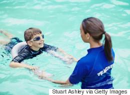 Pourquoi les parents d'enfants autistes doivent le plus tôt possible leur apprendre à nager