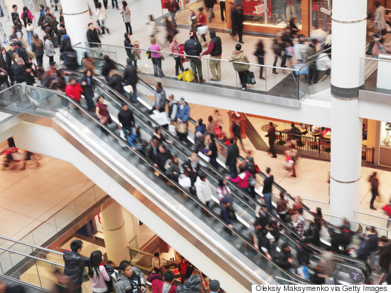 shopping crowd canada