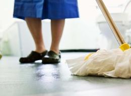 7 نصائح تقدمها لكِ عاملات النظافة من أجل حمامٍ لامع