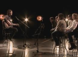 De jeunes Syriens et Patrice Michaud chantent Noël