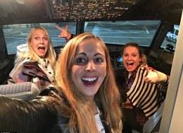 ثلاث فتيات اكتشفن أنهن الوحيدات على رحلة الخطوط البريطانية.. كيف احتفلن كالنجمات؟