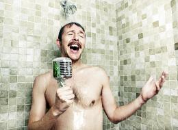 من غزو الكائنات الفضائية إلى معنى نباح الكلب.. 30 خاطرة طريفة قد تراودك أثناء الاستحمام