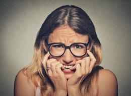 7 علامات تخبرك أنك تعاني من القلق المرَضي.. من بينها الشدُّ العضلي وعسر الهضم المزمن
