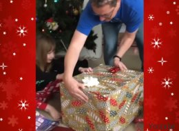 Ce cadeau de Noël vivant s'est échappé lors du déballage