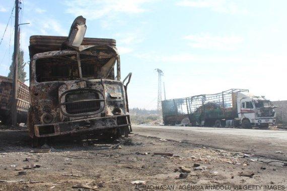 destroços de caminhões_cruz vermelha siria