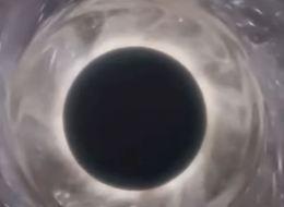 شاهد وجه الشبه بين الـ Friend Zone وبين الثقوب السوداء