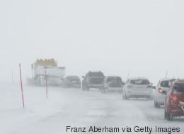 La neige complique les transports dans l'est du Québec