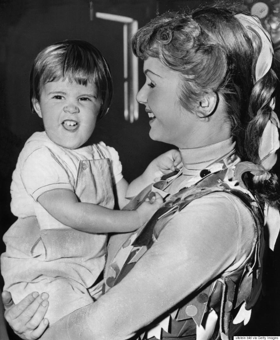 Billie Lourd Mourns Mom Carrie Fisher, Grandma Debbie Reynolds