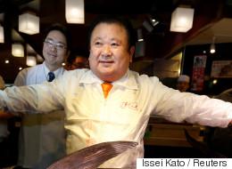 이 남자는 7억 6천만원을 주고 생선 한 마리를 샀다(사진)