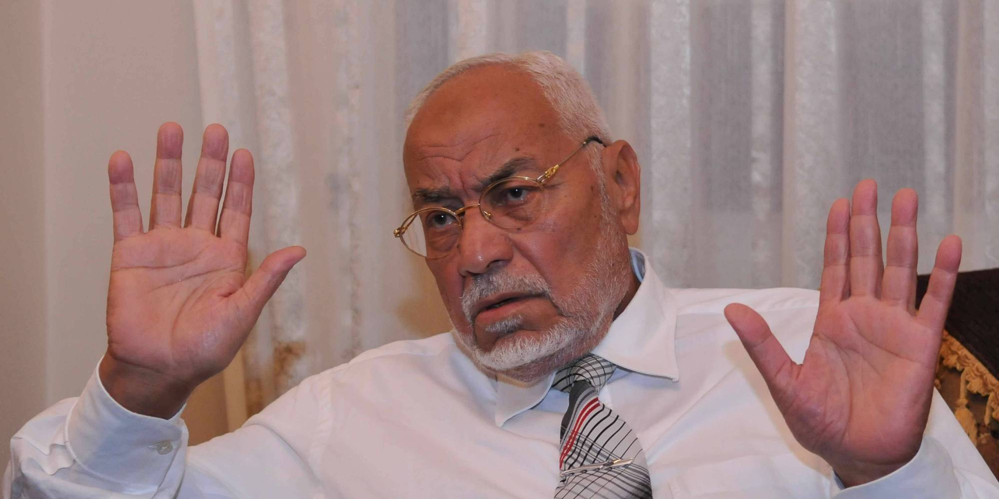 حياته مهدَّدة .. مطالبات بالإفراج عن المرشد السابق للإخوان المسلمين بمصر.. حالته الصحية تتدهور