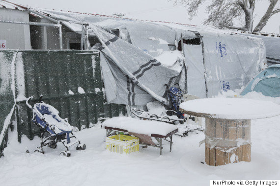 refugees snow greece