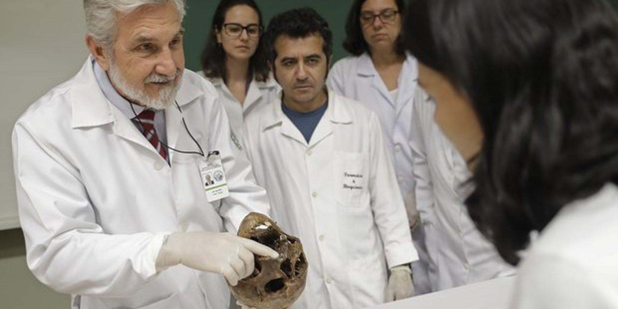 دارت الأيام عليه بعد موته.. هذه رحلة عظام طبيب نازي عذب آلاف اليهود
