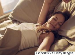 Κι όμως, ένα από τα μυστικά για έναν καλό ύπνο είναι να φοράμε κάλτσες, λένε τώρα οι επιστήμονες