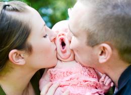 لا تقوموا بتقبيل أقدام أطفالكم! إليكم الطريقة المثلى لحمايتهم من الخطر
