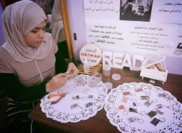 بهذه الطريقة نجحن في تشجيع الشباب على القراءة.. قصة شقيقتين في غزة استخدمتا
