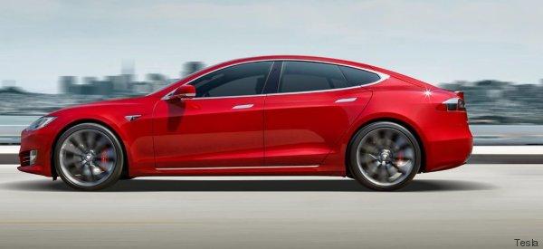 La aventura en el desierto del conductor de un coche automático Tesla