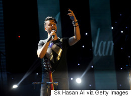 Pakistani Singer Scolds Boys For Harassing A Girl During His Concert