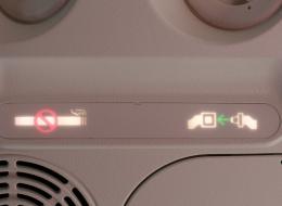 لهذا السبب تحتوي الطائرات على مطافئ السجائر رغم منع التدخين بالرحلات الجوية