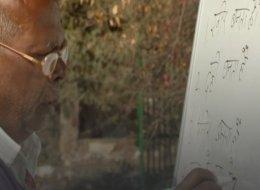 مدرسة بالهند لأطفال الشوارع.. يدهشك موقعها