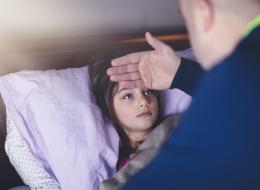 آباء يكشفون سر إجبار أطفالهم على الذهاب للمدرسة وهم مرضى