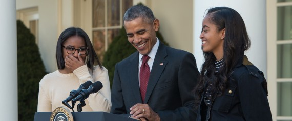 US PRESIDENT BARACK OBAMA LAUGHS WITH DAUGHTERS MA