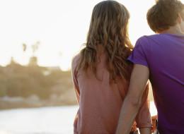 10 علامات تدلكِ على أن الرجل وقع في براثن حبكِ