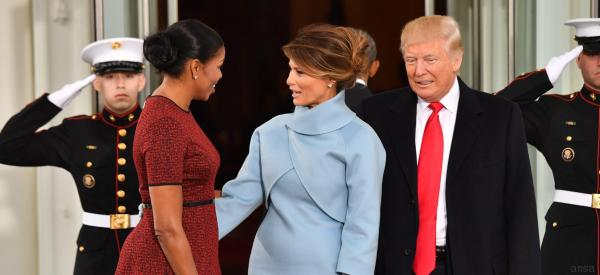Melania ricorda lo stile di Jacqueline Kennedy e strappa lo scettro a Michelle