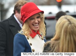 트럼프 선임 고문이 취임식에 입고 온 삼색 원피스의 아이러니