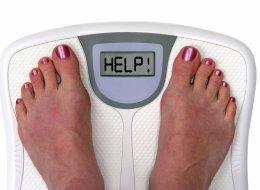 8 أسباب غريبة تتسبَّب في زيادة وزنك.. العمر والسهر يتصدران القائمة!