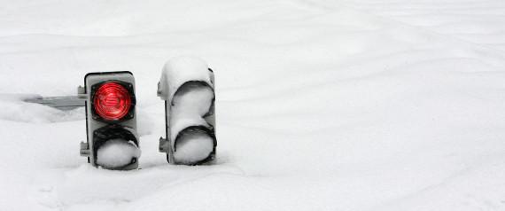 TRAFFIC LIGHT SNOW