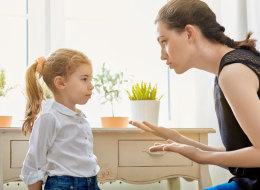 الحماية الزائدة وتوفير كل ما يطلبون قد يُفسدان تربية أطفالك.. إليك الأخطاء التي ترتكبها دون قصد