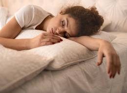 هل شعرت بأنك تسقط خلال النوم؟.. القهوة قد تكون السبب!