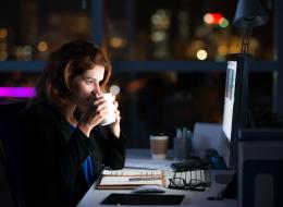 تحبُّ السهر ليلاً؟ ربما تكون أكثر ذكاءً: العلم يقول ذلك