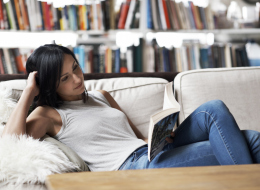 أكثر 5 أشياء تستفز محبي القراءة.. لا تجربها أمامهم!