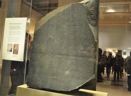 لولاه لم نكن لنعرف شيئاً عن الحضارة المصرية القديمة.. تعرَّف على قصة حجر رشيد