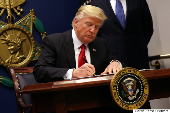 trump signs executive order immigration