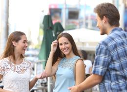 8 علامات صغيرة يستخدمها الناس للحُكم على شخصيتك.. أحدها يتعلق بهاتفك الجوال